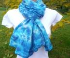 Hřejivá bavlněná šálka Blankyt, ruční batika