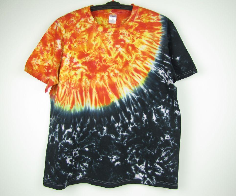 Batikované tričko Slunce Vesmír