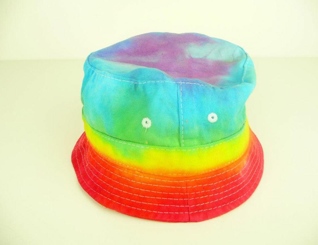 Dětský duhový klobouček