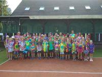 Děti barví trička