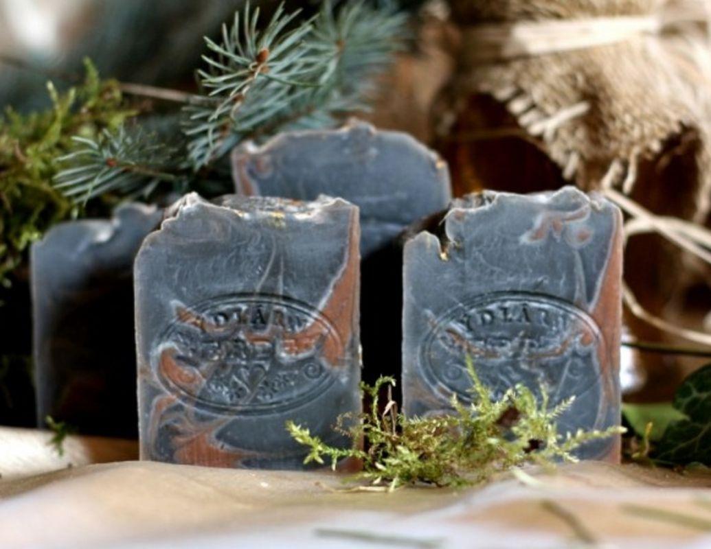 Mýdlo s pryskyřicí a bylinkami