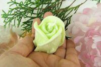 SVÍČKA Květ růže ZELENÁ vůně LEMONGRASS 4x6cm Drobný