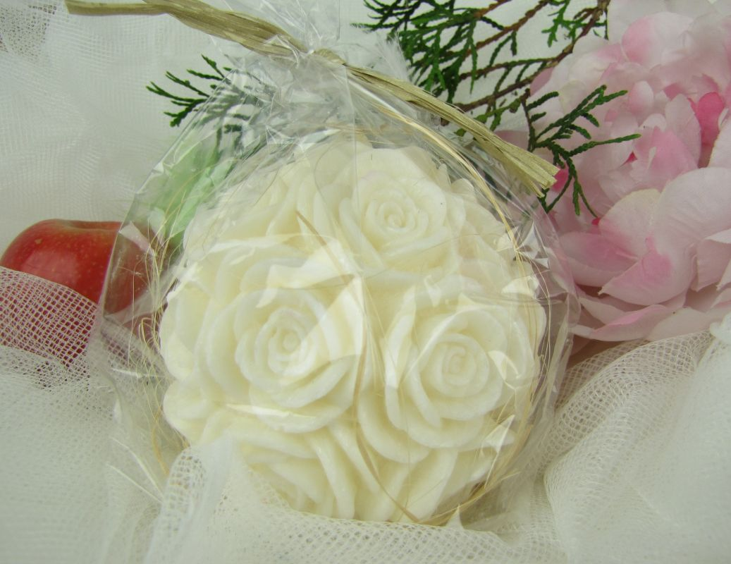 Svíčka velká bílá koule s květinami