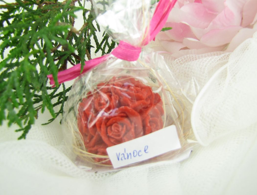 Svíčka červená růže kulička Vánoce