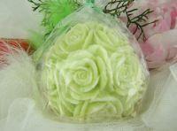SVÍČKA květiny ZELENÁ vůně LEMONGRASS velká koule 10x10cm