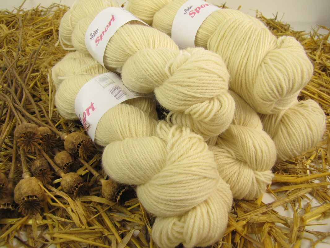 100% ovčí vlna na domácí barvení a pletení