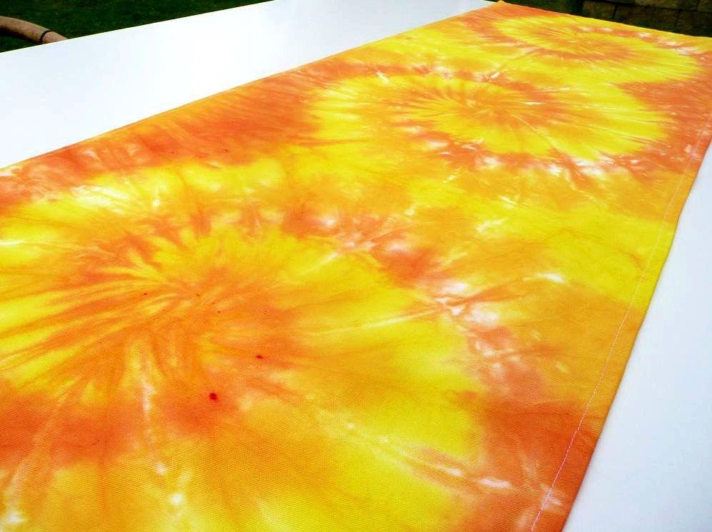 Ubrus žlutý běhoun na stůl batika