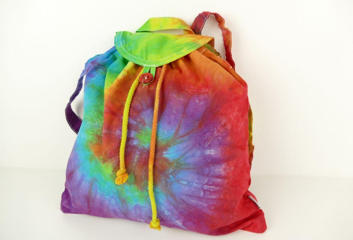 Duhový batikovaný batůžek