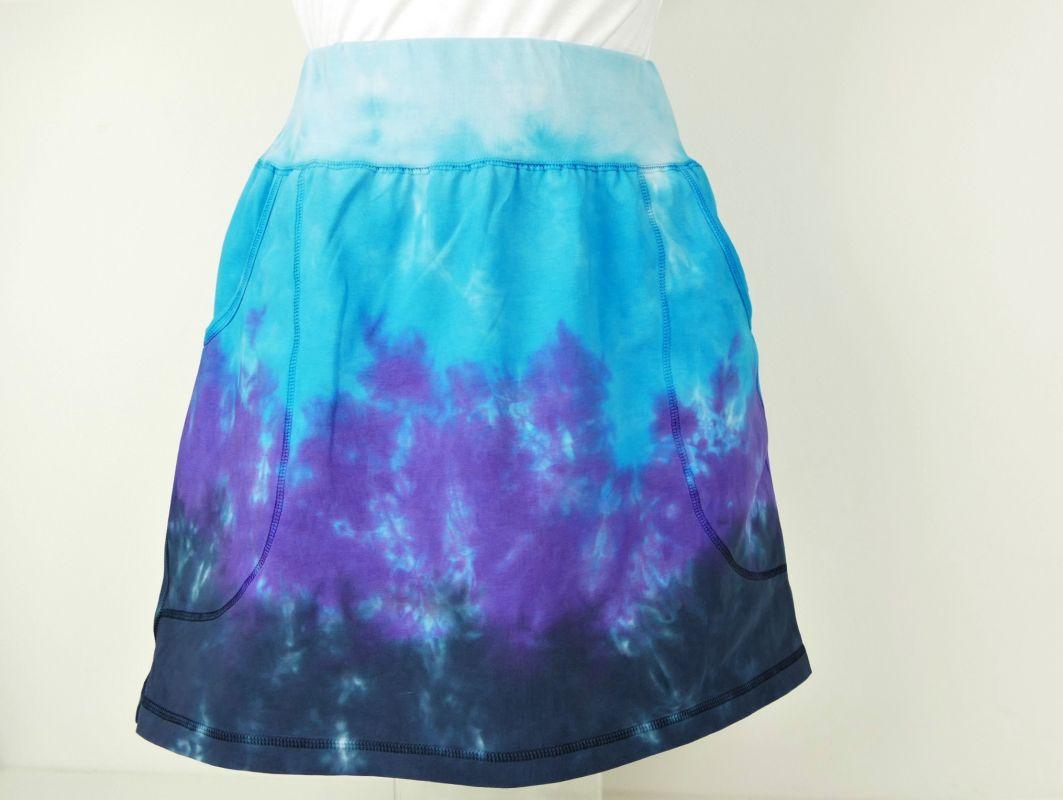 Modrá sportovní sukně s kapsami