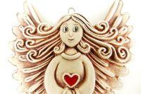 Keramický anděl se srdcem