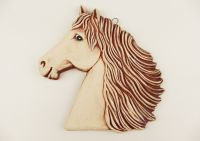 Keramický kůň na zavěšení