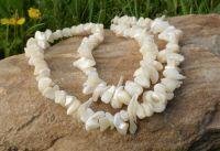 Bílý perleťový náhrdelník