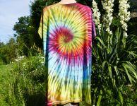 Batikované tričko šaty duhové