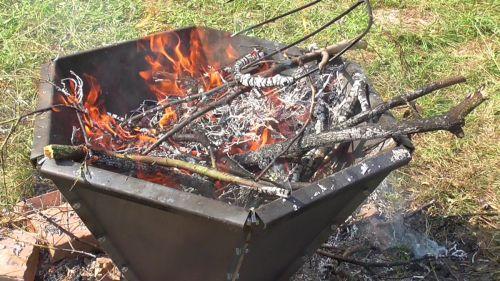Pyramidové ohniště - výroba biouhlu
