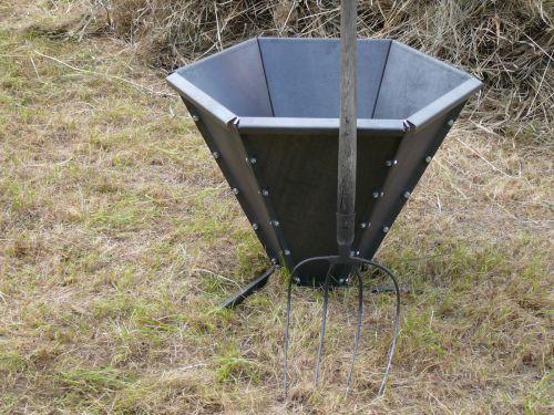 Pyramidové ohniště na výrobu biouhlu 80 litrů