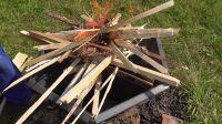 Pyramidové ohniště - zapálení