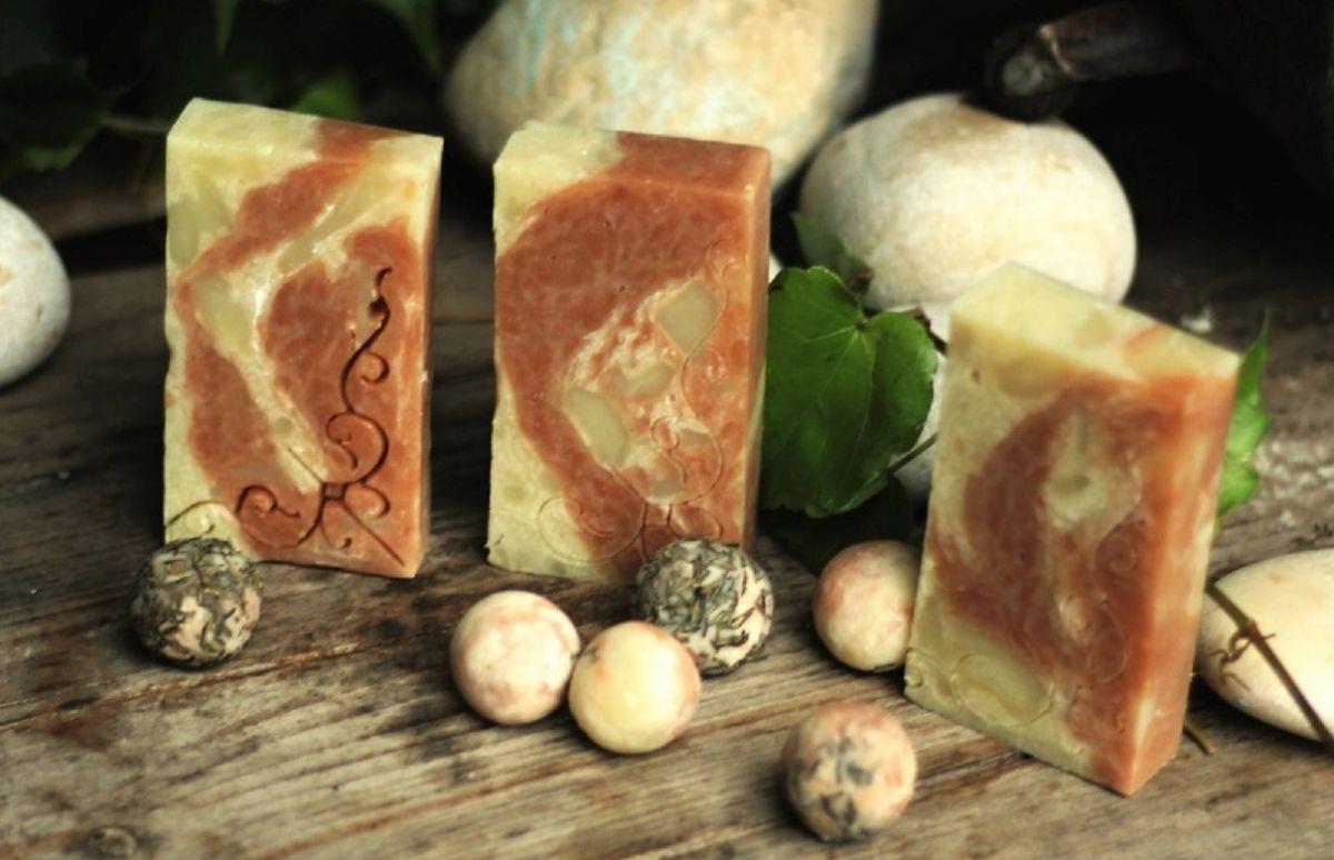 Růžový jíl a tymián přírodní mýdlo