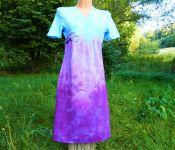 Fialkové batikované šaty