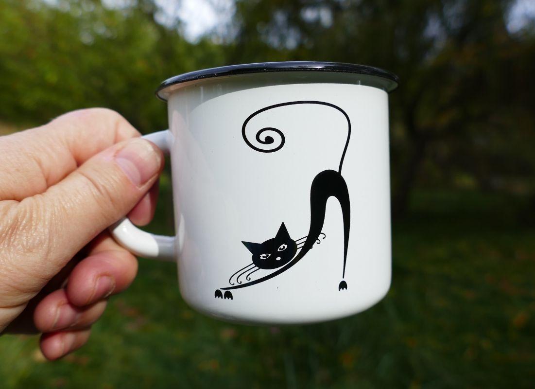 Kočka plechový hrneček plecháček