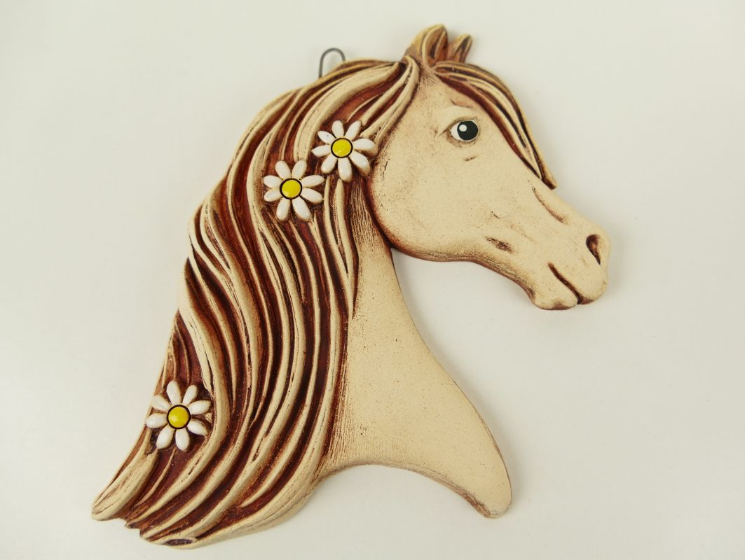 Keramický koník s květinami