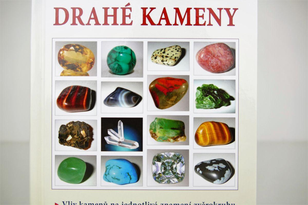 Kniha o drahých kamenech