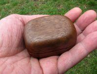 Dřevěná krabička (šperkovnice) americký ořech - oblá