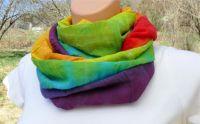 Jemný duhový šátek batika