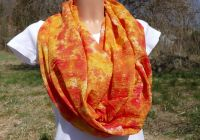 Oranžový šátek tunel batika