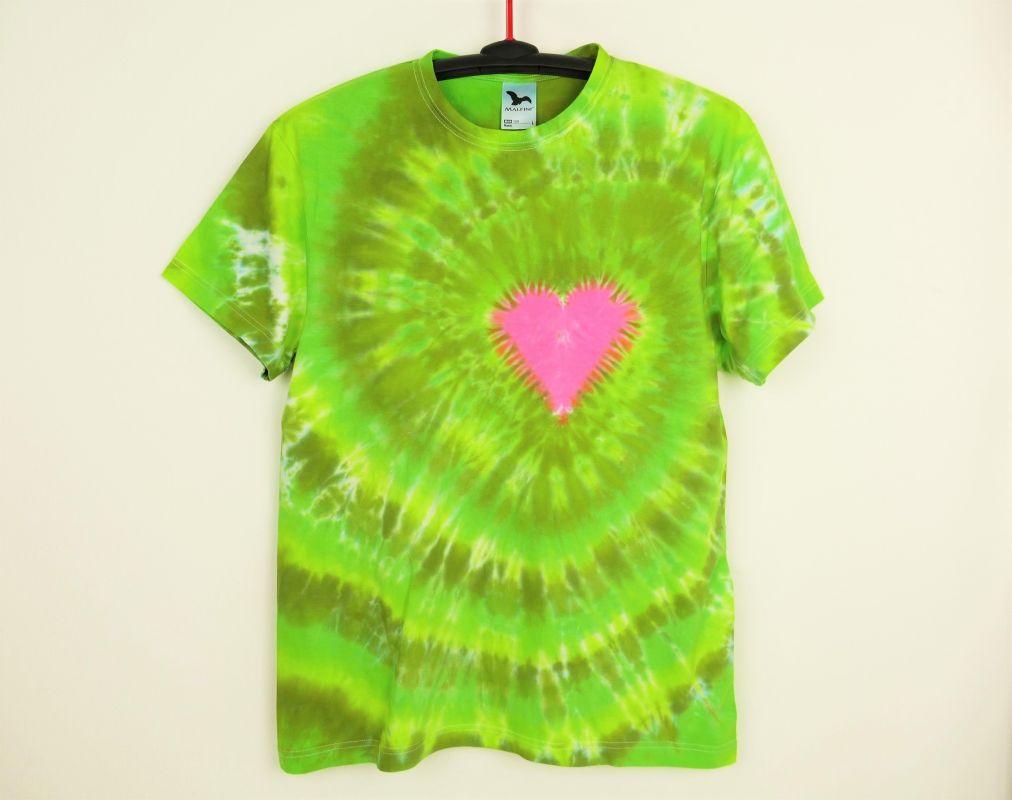 Zelené tričko se srdcem batika