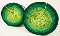 Zelené velké klubko na pletení příze